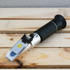 Refractometer with LED Light - Brix/Specific Gravity w/ATC